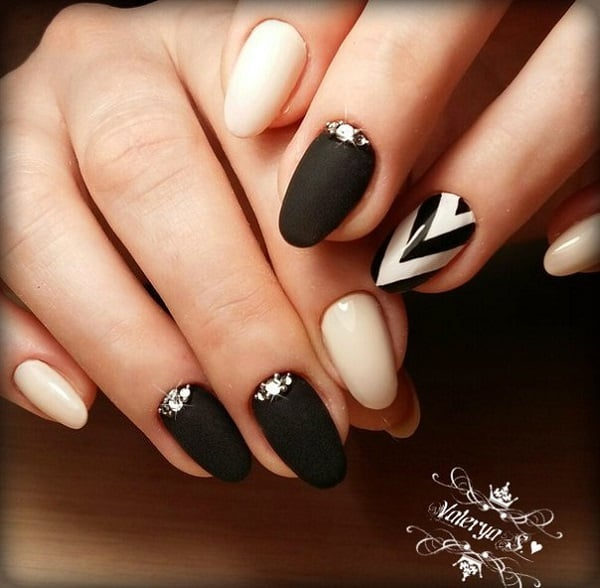 Black and White Chevron Nail Art